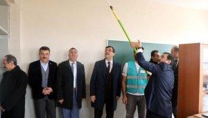 Başsavcı, hükümlülerle birlikte okulda boya yaptı - Bursa Haber
