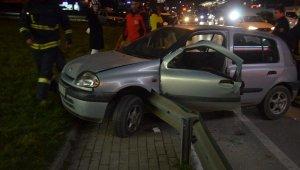 Bursa'da feci trafik kazası! Bariyerlere ok saplanan otomobilde can pazarı!