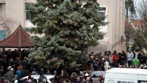 Eşiyle taksi beklerken otomobilçarpan Zeynep Tuğçe, toprağa verildi - Bursa Haberleri