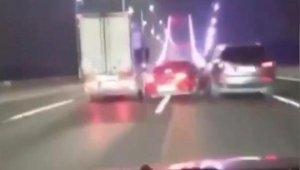 Fatih Sultan Mehmet köprüsünde (FSM) dehşet anları kamerada: Makas atarak takla atan otomobilden sağ kurtuldu