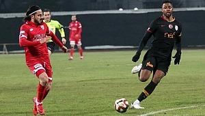 Galatasaray maçında kritik pozisyonları kaçırdı, 2 saat sonra kovuldu