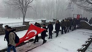 Genci, yaşlısı karda şehitler için yürüdü - Bursa Haber