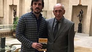 Golcü futbolcu, ödünç aldığı kitabı 19 yıl sonra teslim etti