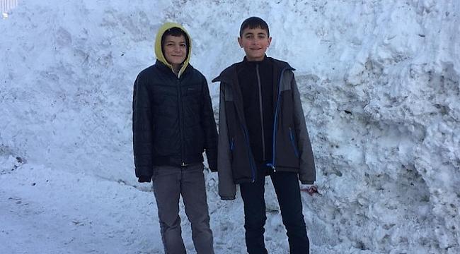 Kar bir metreyi aştı: Öğrenciler 12 gün tatil yaptı