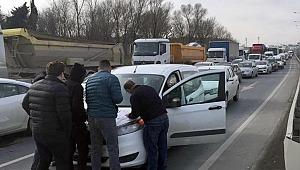 Kaza üstüne kaza: Kilometrelerce araç kuyruğu oluştu