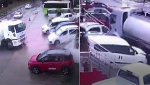 Kontrolden çıktı araçların arasına daldı