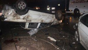 Konya'da feci trafik kazası! Kaza yapan sürücüye yardıma gidenlere alkollü sürücünün otomobili çarptı: 2 ölü, 3 yaralı