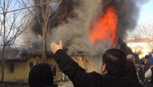 Korku dolu anlar... Suriyelilerin kaldığı ev alev alev yandı - Bursa Haber