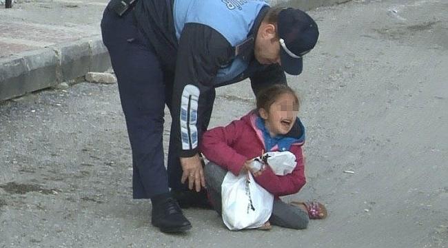 Küçük çocuğunu yol ortasında bırakıp kaçtı