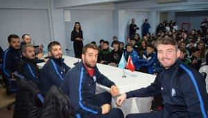 Nilüferli hentbolcular öğrencilerle buluştu - Bursa Haber