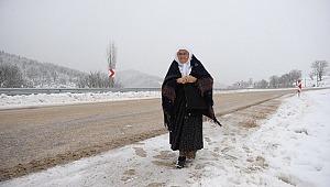 Okuma öğrenmek için kar kış demiyor her gün 2 kilometre yürüyor - Bursa Haber