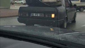 Otomobilin üzerinde koltuk takımı taşıdı - Bursa Haber