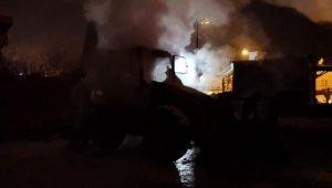 Park halindeki iş makinası yandı - Bursa Haber
