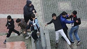 Parkta akılalmaz kavga... Küçük çocuklar birbirine girdi