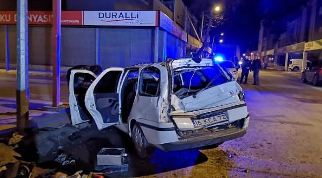 TIR'ın çarptığı otomobildeki genç kız yaralandı - Bursa Haber