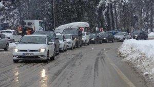 Uludağ yolunda hafta sonu araç kuyruğu oluştu - Bursa Haber