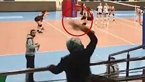Voleybol maçında antrenöre anne terliği