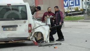 Yalova'da iş makinesi minibüse çarptı: 6 yaralı