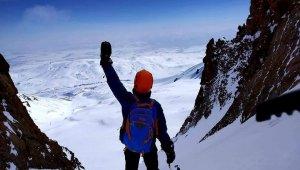 13 yaşındaki dağcı, 3917 rakımlı Erciyes Dağı'na tırmandı - Bursa Haberleri