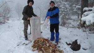 37 çuval yiyecek toplayıp, doğaya bıraktılar - Bursa Haberleri