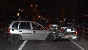 Asker uğurlamasında zincirleme trafik kazası : 3 araç birbirine girdi