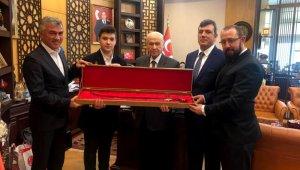Bahçeli'ye Osmanlı kılıcı - Bursa Haberleri