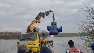 Baraja düşen otomobil çıkartıldı - Bursa Haberleri