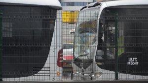 Beylikdüzü'ne giden metrobüsler çarpıştı