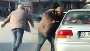 Bıçakla sürücüye saldıran trafik magandası yakalandı