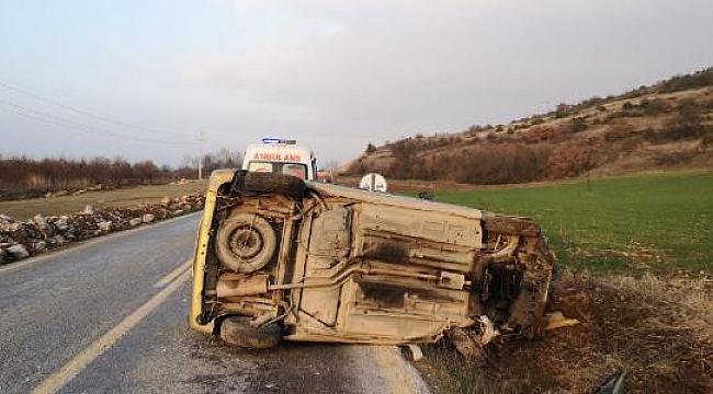 Bursa, İnegöl'de 2 otomobil kafa kafaya çarpıştı: 3 yaralı