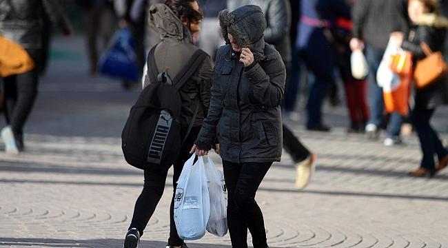 Bursa'da şiddetli lodos sokaktaki vatandaşları yürütmedi - Bursa Haberleri