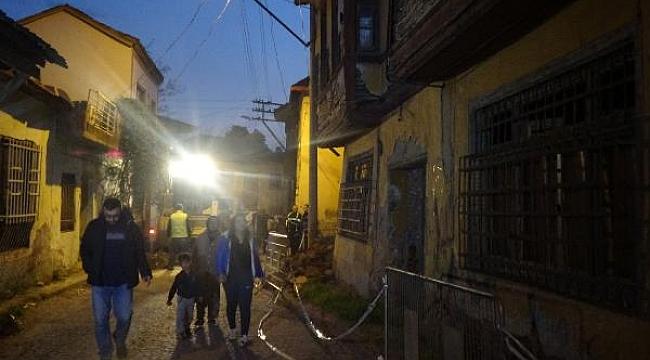 Deprem sonrası önlem amaçlı binadan tahliye edildiler