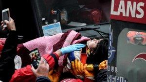 Enkazdan 18 saat sonra kız çocuğu kurtarıldı, Bakan Kurum,