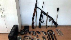 Evinden çok sayıda silah çıkan şüpheli serbest bırakıldı