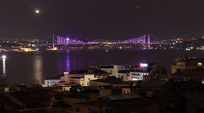 Fatih Sultan Mehmet Köprüsü, Yavuz Sultan Selim ve 15 Temmuz Şehitler Köprüsü, Mor Renge Büründü! Sebebi ise...