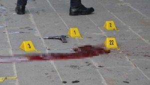 İki aile arasında sokak ortasında silahlı kavga