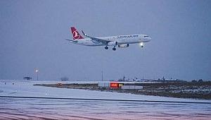 İstanbul'da uçuşa kar engeli