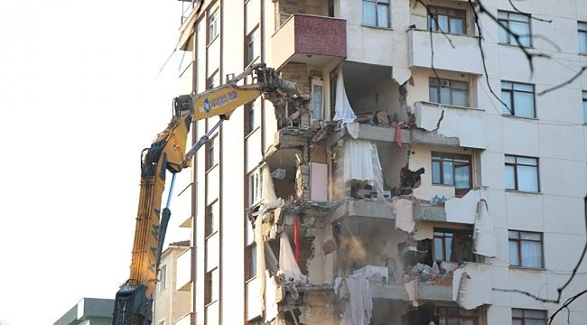 Kartal'da tahliye edilen Yunus apartmanının yıkımına yeniden başlandı