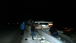 Kazada TIR ikiye bölündü: 1 ölü