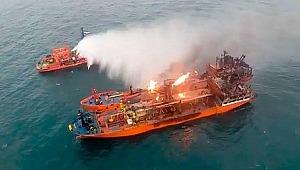 Kerç Boğazı'nda yanan gemiler 22 gündür söndürülemedi