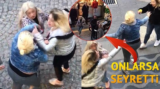 Kızlar caddede ortasında birbirine girdi, Onlarsa seyretti