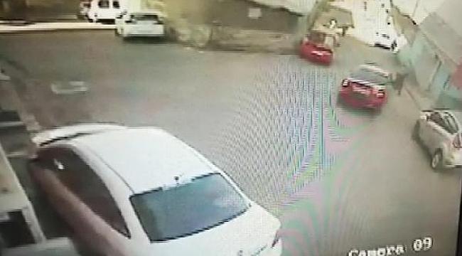 Korkunç kaza: Otomobil ile duvar arasında sıkıştı