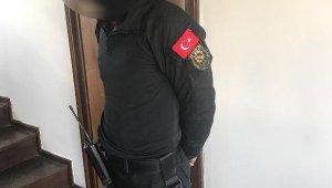 Polis üniforması giyip, kurusıkıyla parkta dolaşırken gözaltına alındı - Bursa Haberleri