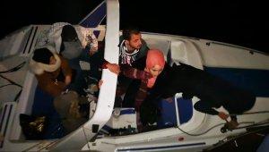 Tekneleri sürüklenince yakalandılar