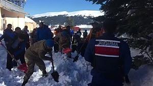 Uludağ facia... Otel çatısında kar kütlesi vatandaşların üzerine düştü - Bursa Haberleri