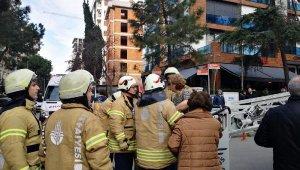 Yangında mahsur kalan 2 kadını itfaiye kurtardı