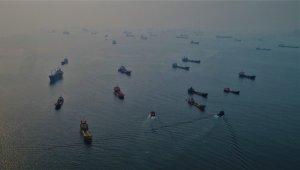 Yüzlerce gemi hâlâ bekliyor