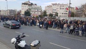 Acı görüntüyü izleyen yüzlerce vatandaş ile polis birbirine girdi