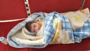 Ağrı kesici almak için girdiği eczaneye bebeğini bırakıp gitti!