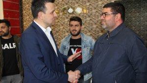 """Ak Parti Bursa Milletvekili Mustafa Esgin: """"Delikanlıca kiminle yol yürüdüğünüzü millete deklare edin"""""""